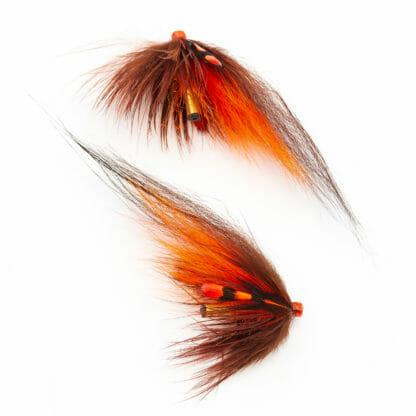 två laxfugor i mönster 'brown & orange' bundna på tub med hårvinge i färgerna brun och orange