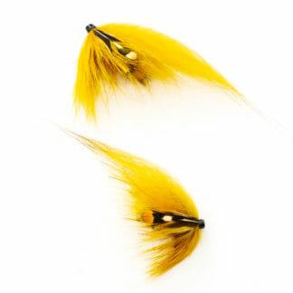 två laxfugor i mönster 'dirty banana' bundna på tub med hårvinge i färgerna gul banan